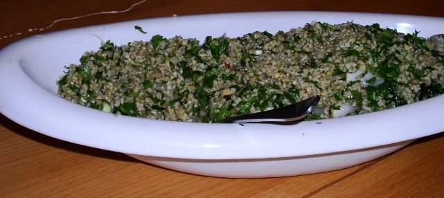 סלט פריקי ועשבי תיבול-חיטה ירוקה מעושנת
