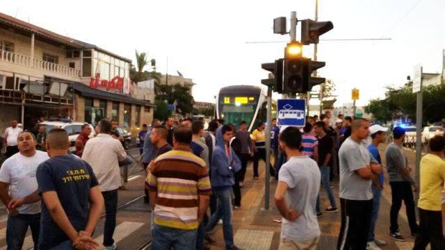 הבוקר החלו להתאסף מפגינים במבואות שועפאת (צילום: ביטחון שומרון)