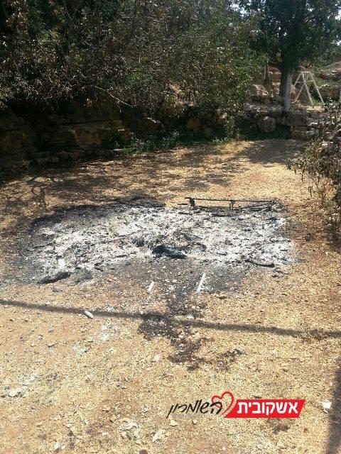 """הדוכן שנשרף (צילום: דוברות ש""""י)"""