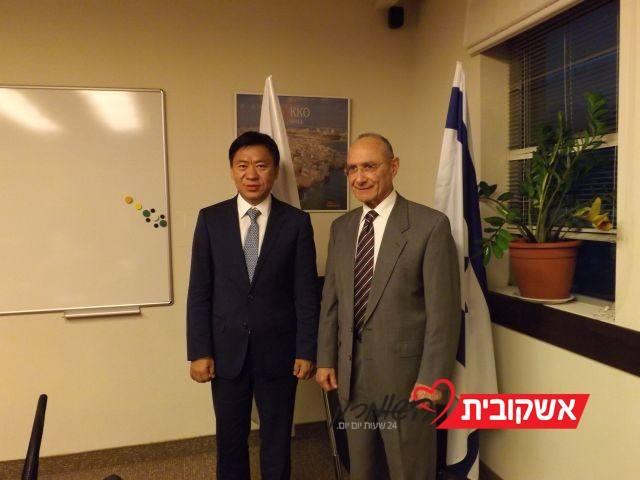 ו- Hou Wei, סגן נשיא Hainan Airlines לשיווק. צילום: דוברות משרד התיירות
